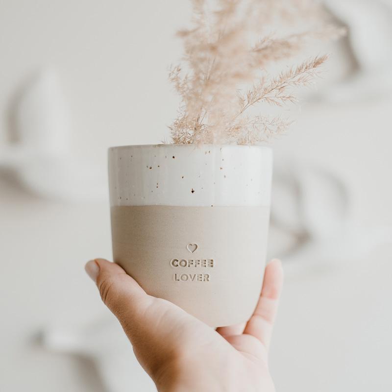 Becher Coffee Lover und Trockengras