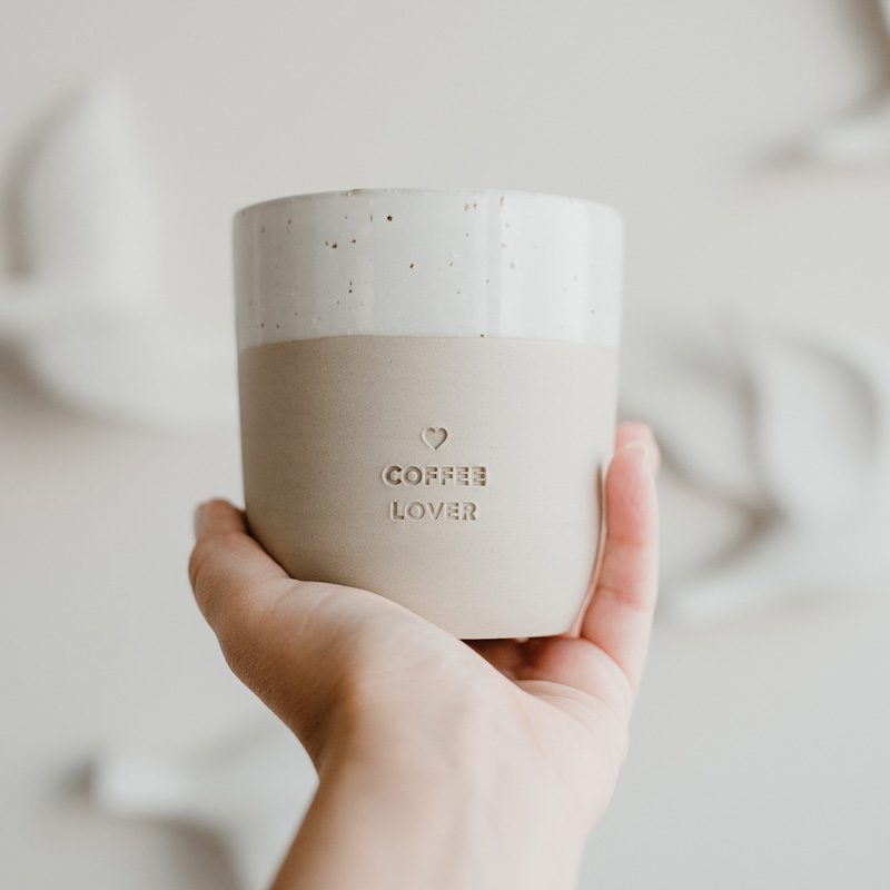Becher Coffeelover auf Hand