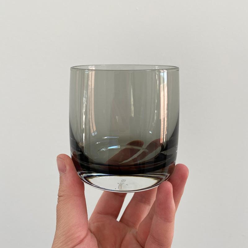 Glas-auf-Hand