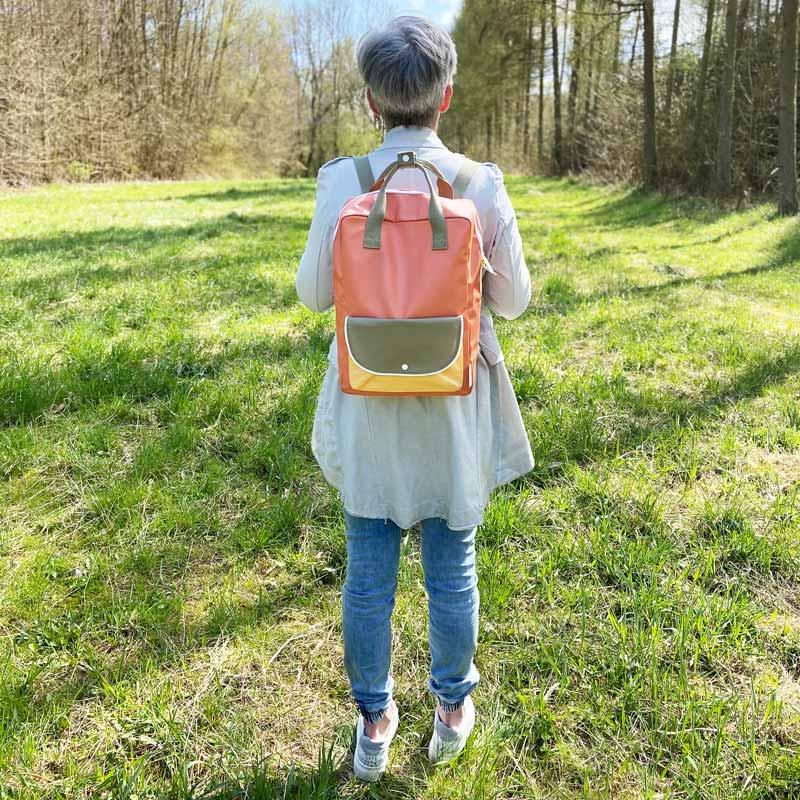 Sticky-Lemon-wanderer-backpack-larg-orange-green-yell_Tragevorschlag-2