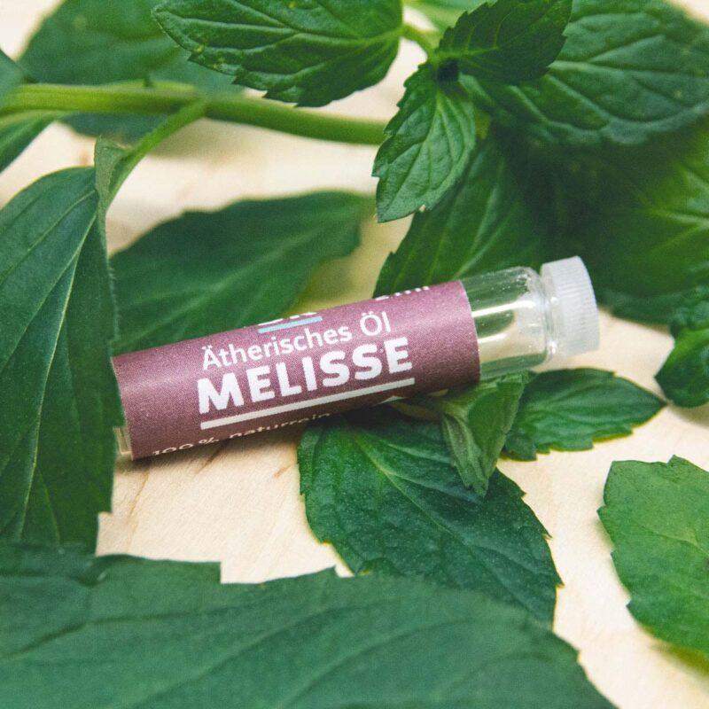 Ätherisches Öl Melisse mit Melissenblätter