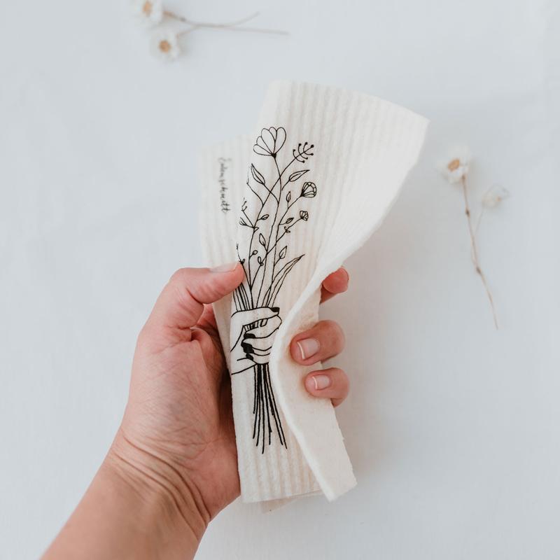 Schwammtuch Blumenliebe - in der Hand