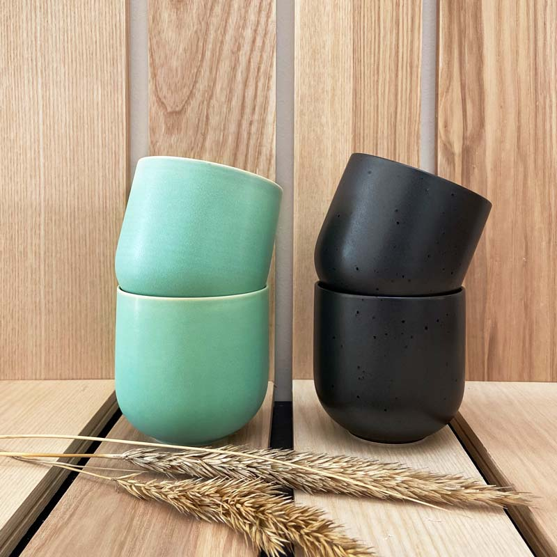 Teeschalen mit und schwarz