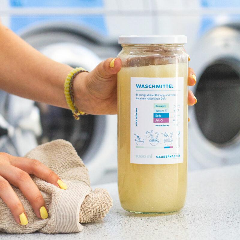 Fertig gemischtes Waschmittel im Glas