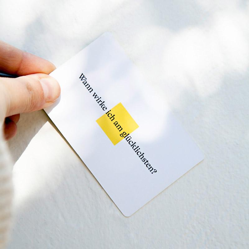 90 Fragen Produktbild Karte mit Hand-3