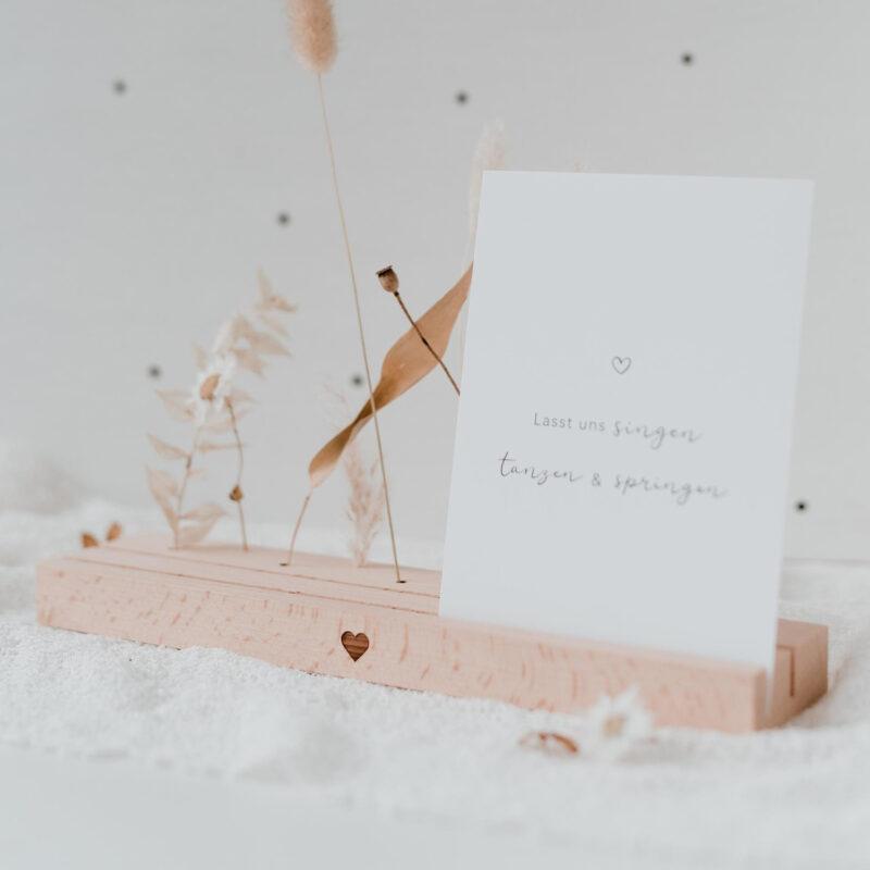 Karten- und Blumenleiste mit Herz mit Postkarte